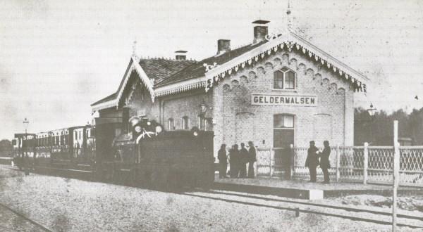 01_Geldermalsen_1880_Oude stationsgebouw_WvdB