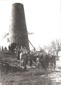 Molen de Vlinder in 1931, nadat deze wederom was afgebrand. Verzameling Rochus Timmer.