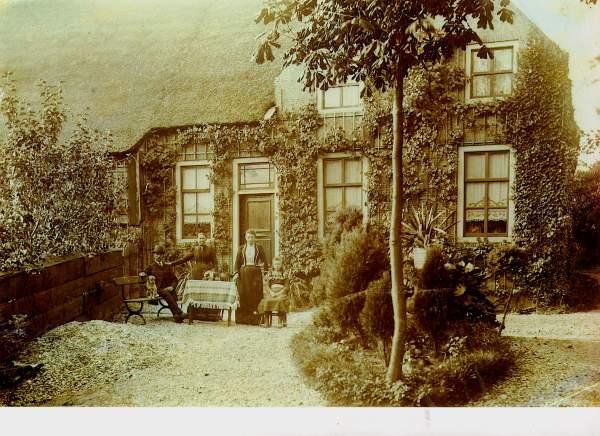 08_Huize Acquoy ca 1908 met fam De Bruin_coll Rob Nas