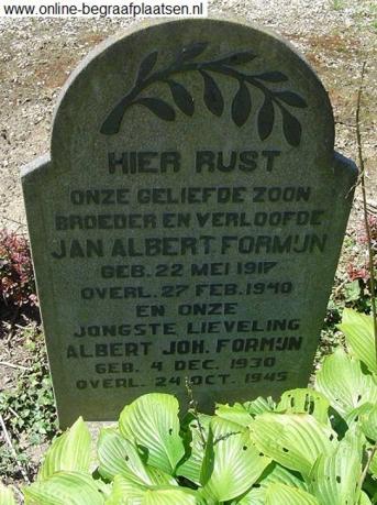 grafsteen van Alleke Formijn en zijn broer. Overlijdensjaar van Alleke staat fout vermeld.