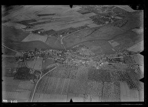 Luchtfoto van Geldermalsen, genomen tussen 1920 en 1940.